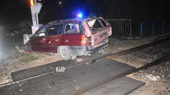Elfogták a sofőrt, aki miután vonattal ütközött, magára hagyta sérült utasát