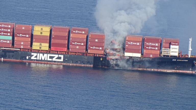Megfékezték a tüzet a kigyulladt kanadai teherhajón