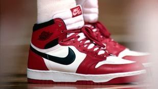 Közel félmilliárdért kelt el Jordan 1984-es kosaras cipője