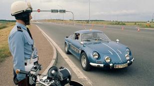 1967 után újra Alpine-okkal veszi üldözőbe a bűnözőket a francia csendőrség