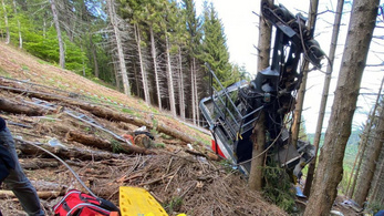 Visszaviszik Olaszországba a piemonti drótkötélpályás balesetet túlélő kisfiút