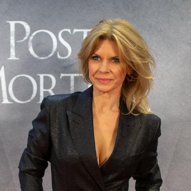 Schell Judit szexi ruhába bújt: a 48 éves színésznő irtó dögös volt a Post Mortem premierjén