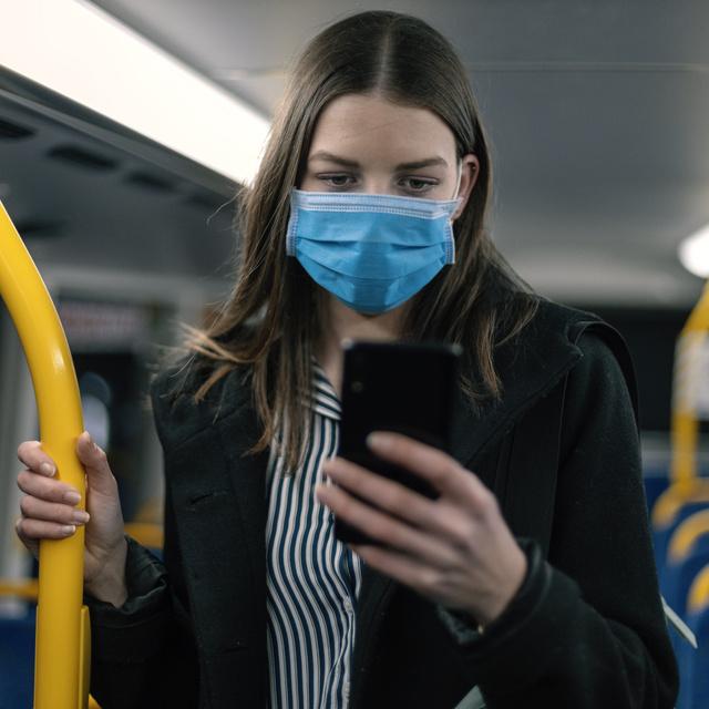 Ismét javasolják a maszkviselést a fővárosban: a romló járványadatok miatt van szükség erre