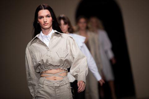 Csodás, nőies ruhák magyar tervezőktől, egyenesen a divathétről: mi már tudjuk, mi lesz a jövő tavaszi divat