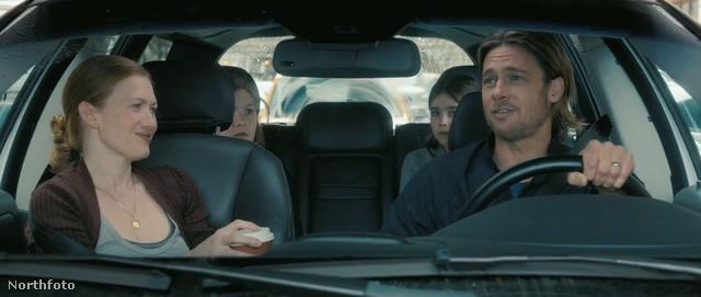 Mireille Enos és Brad Pitt a Z világháború című filmben