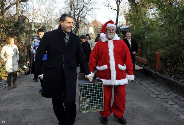 Lázár János az állatkertben 2012. december 6-án.