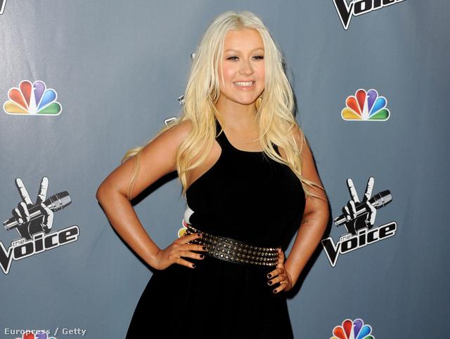 Ez már 2013 március 20-a: Christina Aguilera a The Voice negyedik évadának bemutatójára érkezik Los Angelesben.