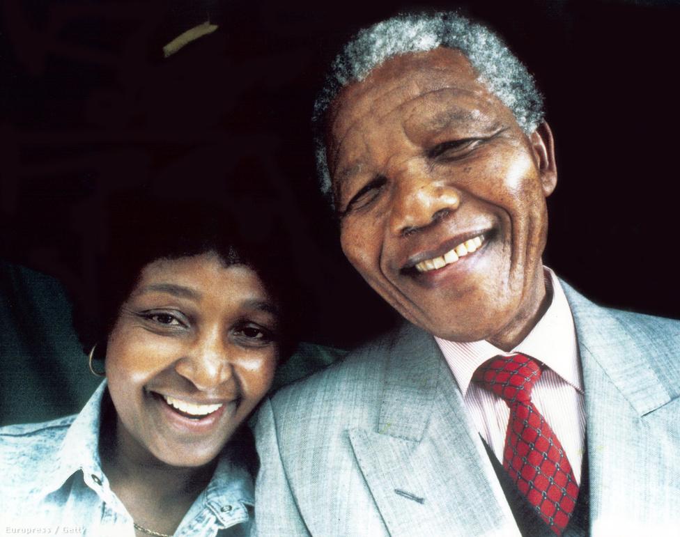 Mandela csak egy elnöki ciklust vállalt, hogy ezzel is példát mutasson, 1999-ben visszavonult a dél-afrikai politikától.