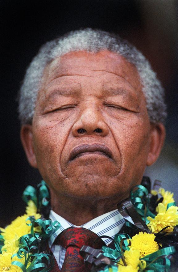 Ugyanakkor utána is aktív szerepet vállalt Afrika és a világ problémáinak rendezésében. Végül 2004-ben teljesen visszavonult a közélettől, habár időről időre fontos nyilatkozatokat tett.