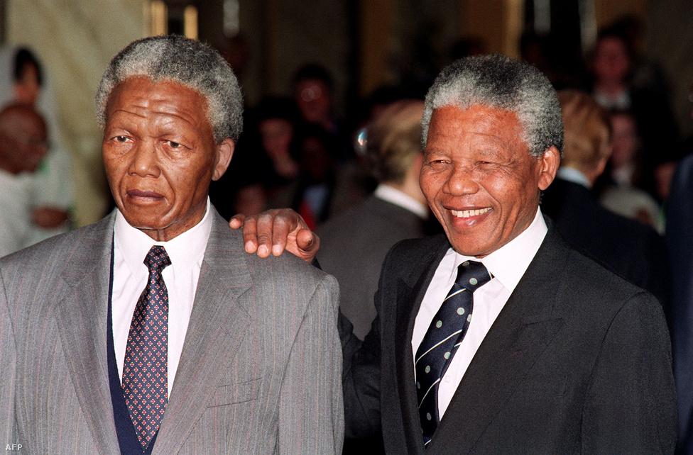 Szabadulása után saját viaszmásat kapott a híres londoni Madame Tussaud panoptikumban. 1991-ben készült a közös fénykép. Mandela és de Klerk 1993-ban közösen kapnak Nobel-békedíjat.