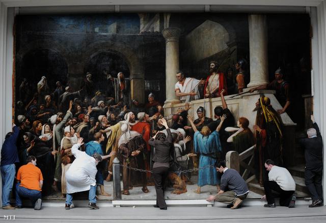 Restaurátorok vizsgálták a szállítást követően a festményt