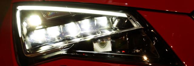 A LED-ek adják a tompított- és távfényt