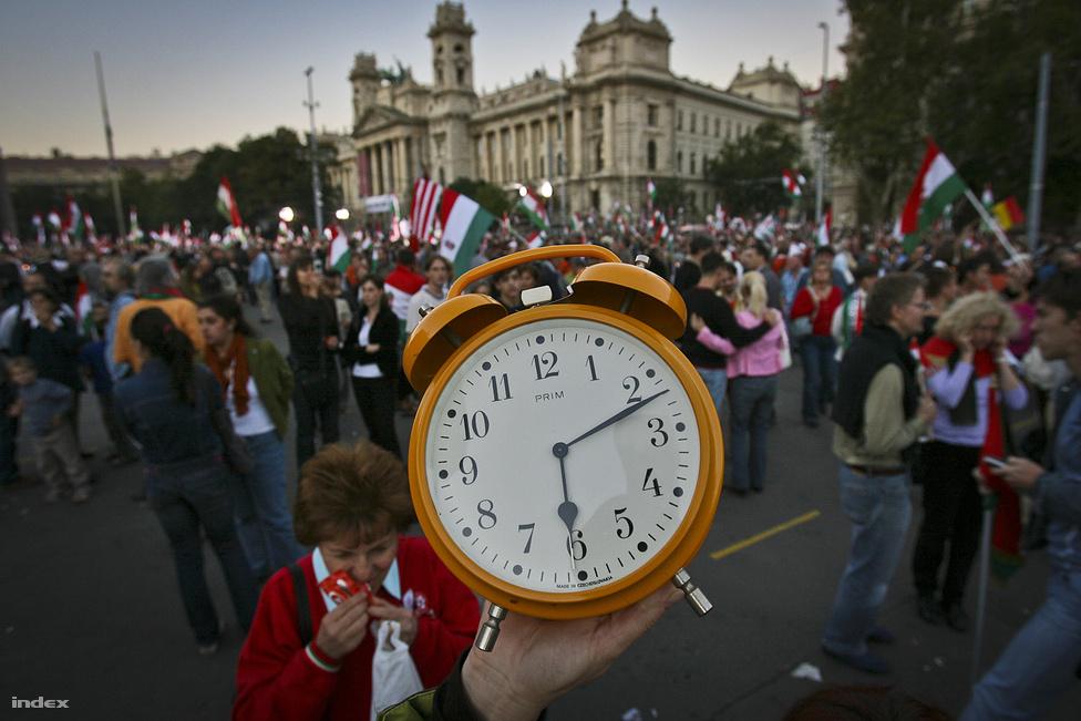 Kerényi Imre 2006 után nem aktivistaként, hanem koreográfusként működött közre a Fidesz rendszeressé váló demonstrációiban. 2006 októberében a kiszivárgott őszödi beszéd miatti megmozdulás előtt Orbán Viktor tanácsára arra kérte a résztvevőket, hogy hozzanak magukkal egy vekkerórát. Az ötlet azonban nem volt eredeti, hiszen ugyanazon év augusztusában a Sófár Egyesület ugyancsak vekkerek berregtetésével tiltakozott – csak ők a régi pesti zsidónegyed pusztulása ellen.