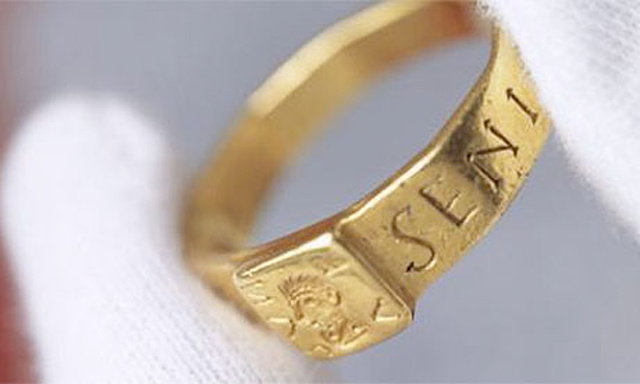 The-ring-that-may-have-in-008