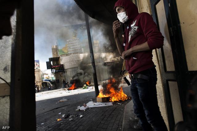 Palesztin tüntetők a gázai övezetben április elején