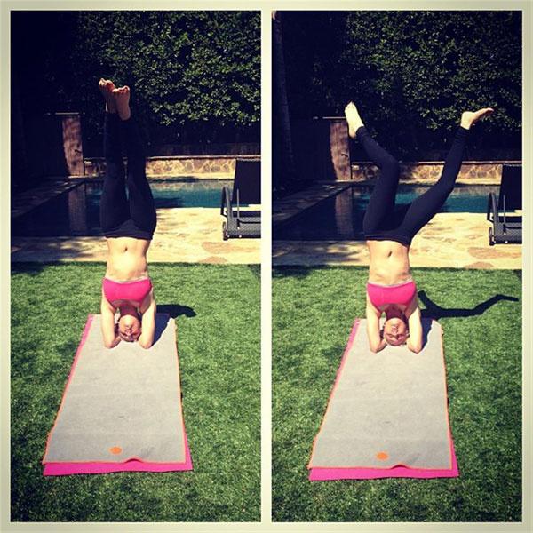 Kaley-Cuoco-Yoga-3