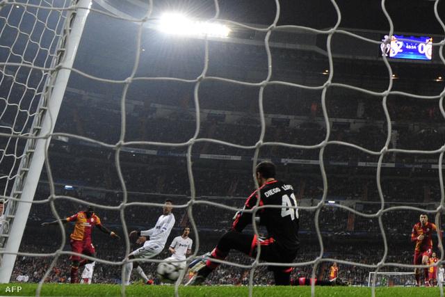 Diego Lopez véd a Galatasaray ellen