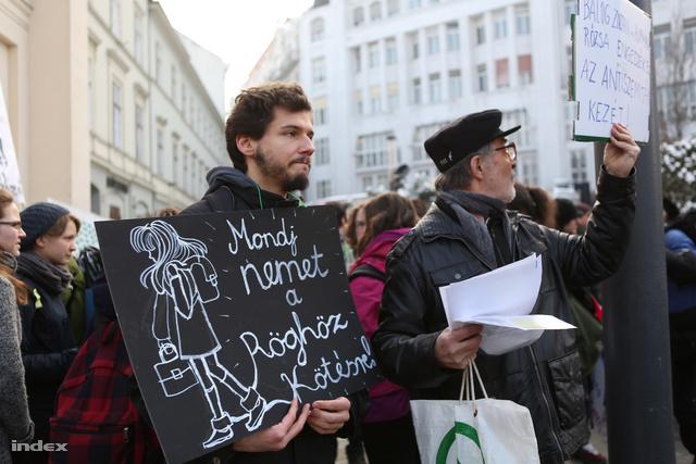 Diáktüntetés 2013. februárjában