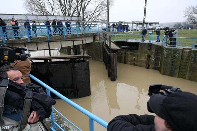 Lezárták az árvízkaput a Hortobágy-Berettyón