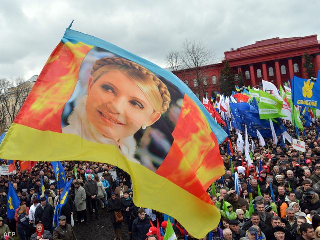 Julia Timosenko szabadonbocsátását is követelte az ukrán vezetés ellen tüntető tömeg Kijevben