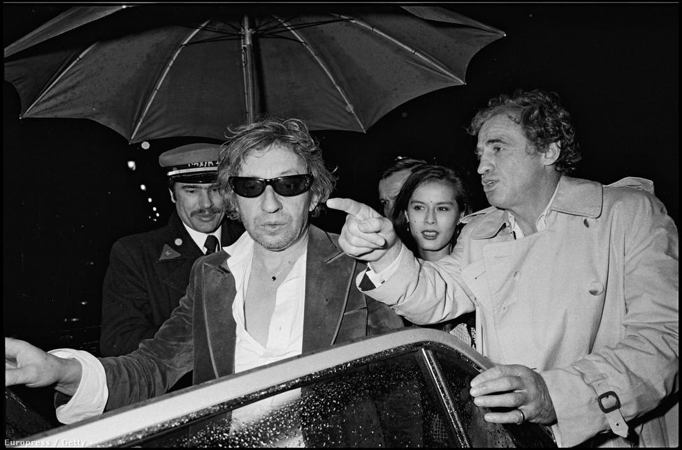 Belmondo a francia énekes, Serge Gainsbourg társaságában. Bár Gainsbourgra főleg énekesként emlékszünk, a filmiparban is komoly tényező volt. Rendezett három nagyjátékfilmet, szerepelt több tucat tévé- és mozifilmben és még többnek írt zenét.