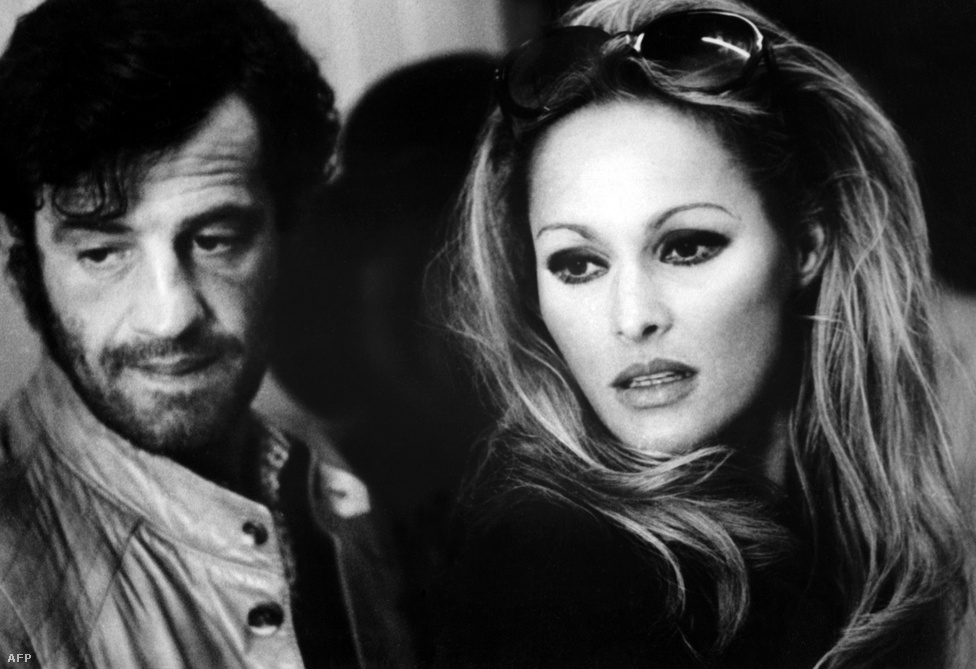 Belmono és Ursula Andress színésznő. Az Egy kínai viszontagságai Kínában című film forgatásán ismerkedtek meg és szerettek egymásba. Ez a viszony vetett véget Belmondo házasságának. A legendás Bond-lánnyal végül hat évig volt együtt a színész.