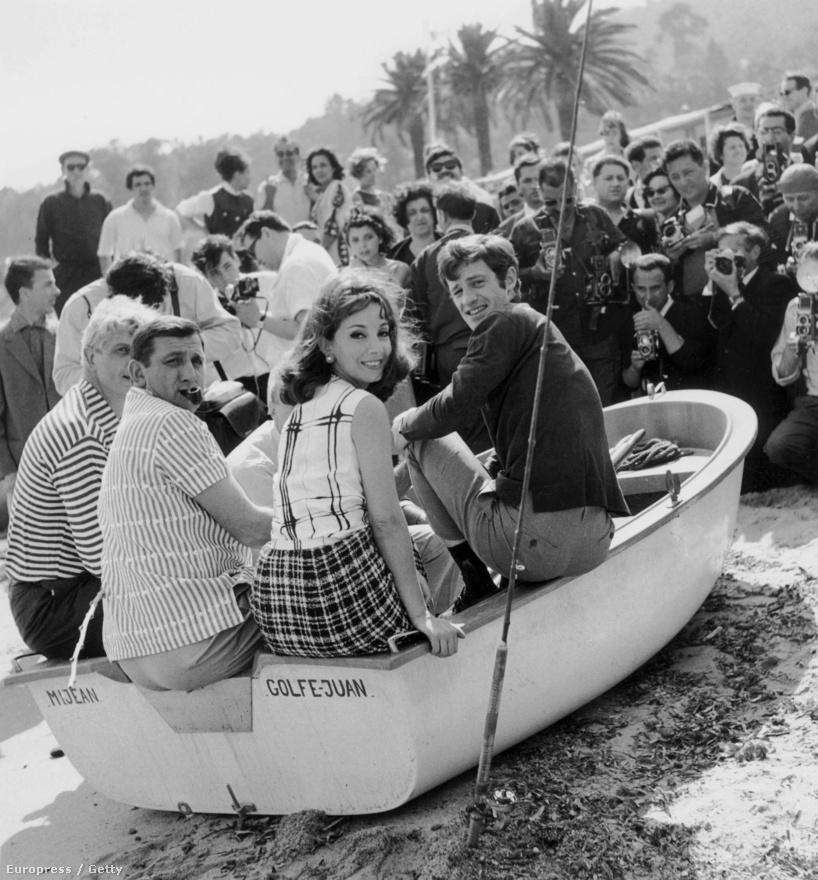 Az 1964-es cannes-i filmfesztiválon pózol Belmondo Lino Ventura olasz színésszel és Andrea Parisy francia színésznővel. A Százezer dollár a napon című filmjüket népszerűsítik. Manapság a legnagyobb sztárok évi 1-2 filmet vállalnak. Szinte hihetetlen, de Belmondo a 60-as években évi 5-6 filmben játszott, általában főszerepet.
