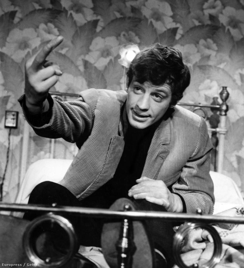 Belmondo a Majom a télben című filmben, amiben Jean Gabin volt a partnere. Ebben az időszakban, a hatvanas évek első felében, több kommersz kalandfilmet forgatott, kihasználta a népszerűségét. Arra azonban mindig figyelt, hogy komolyabb színészi munkát igénylő szerepeket is vállaljon, a Majom a télben is ilyen volt.