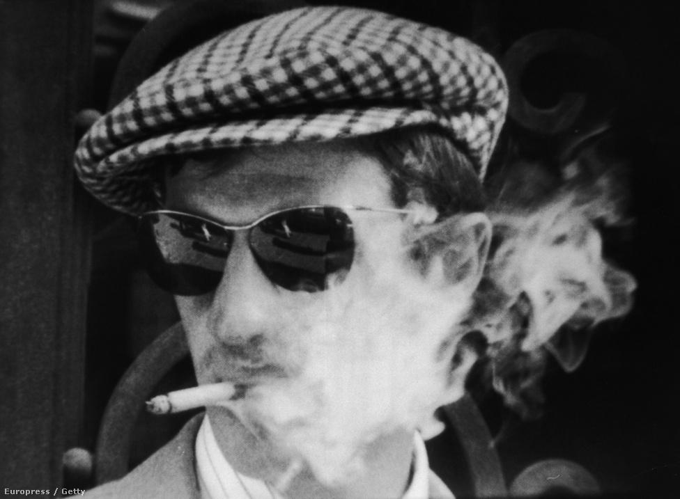 Belmondo a Kifulladásigban.  Jean-Luc Godard rendezése a francia újhullám alapműve, kultusza máig töretlen. Belmondo ezzel a filmmel nem csak ismert, de egy generáció bálványa lett. Partnernőjének, Jean Sebergnek szomorúbb sors jutott: bár szakmailag ő is sikeres volt, a magánélete zaklatott és boldogtalan. 1979-ben öngyilkos lett.