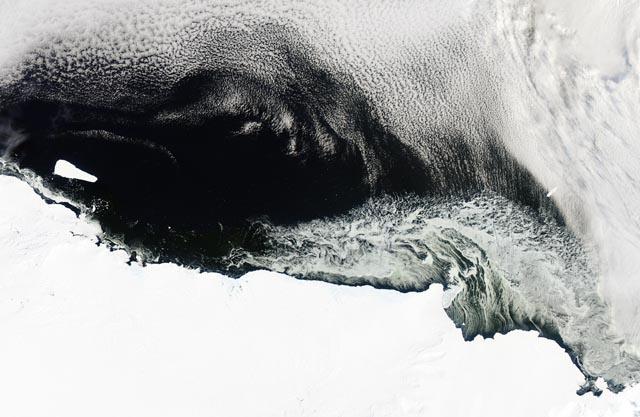 Műholdfelvétel a  B-15T jelzésű jégtömegről