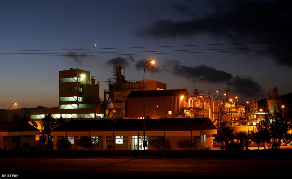 A Rockwood lítium-kitermelő társaság telepe.