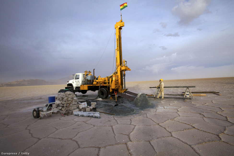 Bolívia hatalmas gazdasági felfutás előtt állhat, ha sikerül komoly lítium-termelő kapacitásokat kiépítenie. Az ország rendelkezik a tartalékok közel 50 százalékával.