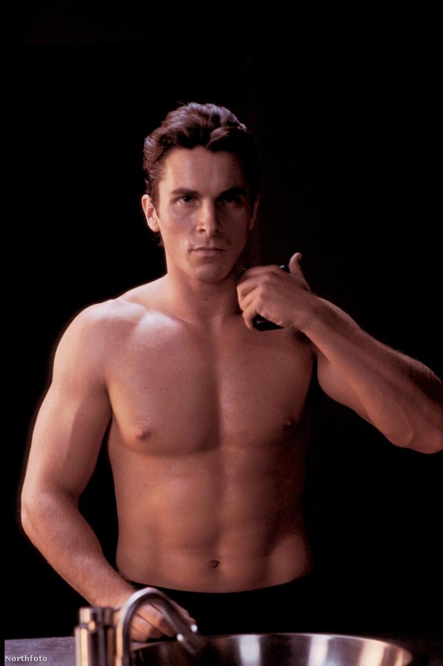 Christian Bale (próbáljanak a szövegre koncentrálni) viszont nem, az édesanyja ugyanis cirkuszi bohóc volt. A színész amúgy egy Barta nevű artistalánnyal váltotta élete első csókját.