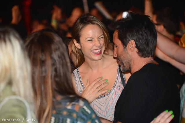 Stacy Keibler elvegyül a tömegben a Coachella fesztiválon