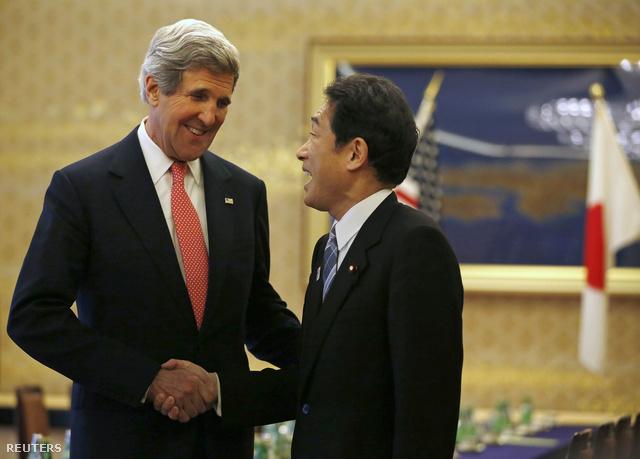 John Kerry, az Egyesült Államok külügyminisztere és japán kollégája, Kisida Fumio találkozója Tokióban
