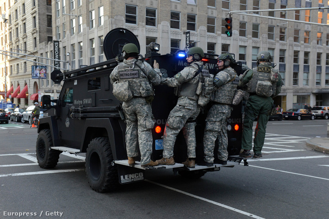 A hadsereg lezárta a környező utcákat és a  Bostoni Repülőteret, az embereknek azt tanácsolták, maradjanak otthon, de ha ki is mozdulnak, ne mozogjanak nagyobb csoportokban.
