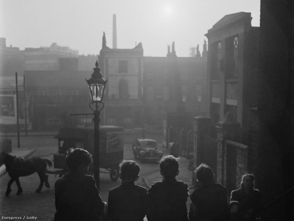 Dickens Londonja (1952).