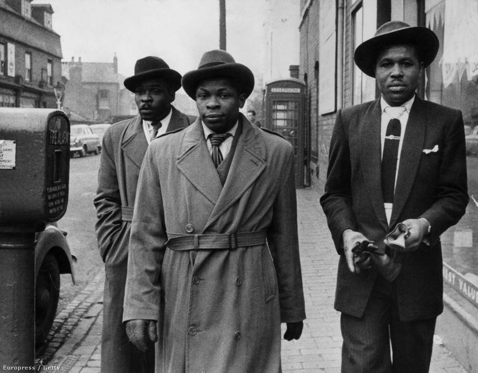 Jamaikai bevándorók Birminghamben (1955).