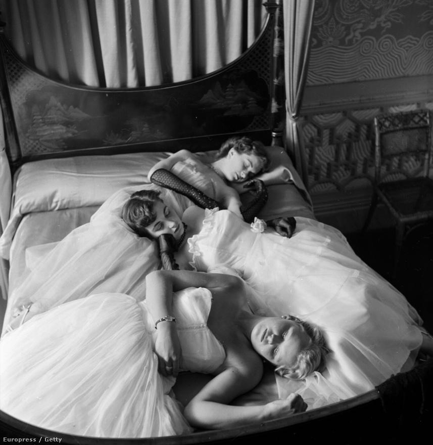 Egy brightoni szépségverseny résztvevői fellépésre várakoznak (1953).