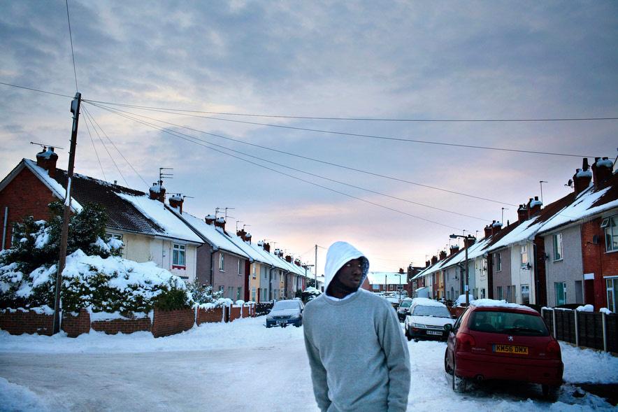 Jean-Claude végigjár egy szociális lakásprojektet új otthona közelében, Doncasterben.