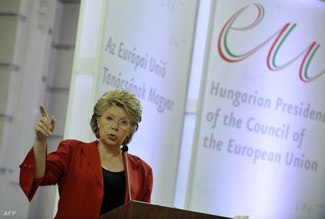 Viviane Reding kitessékelné a Fideszt az Európai Néppártból