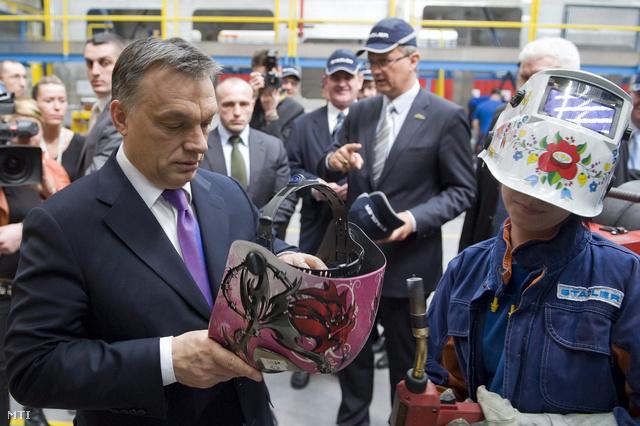 Orbán Viktor a szolnoki Stadler-üzem avatásán