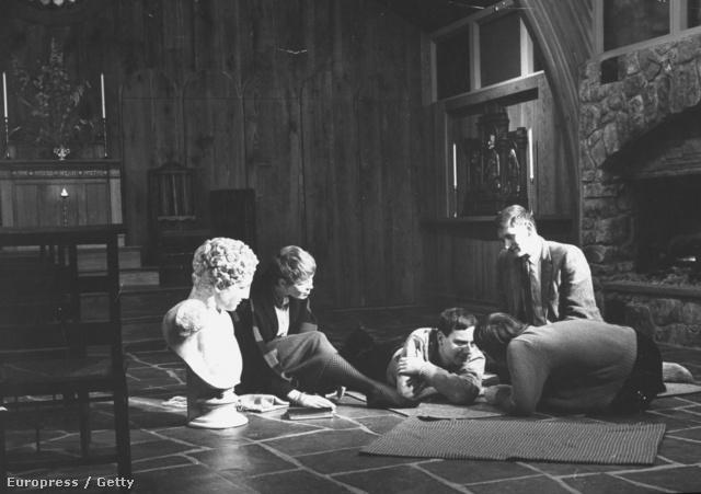 Kísérleti alanyok LSD hatása alatt 1963-ban