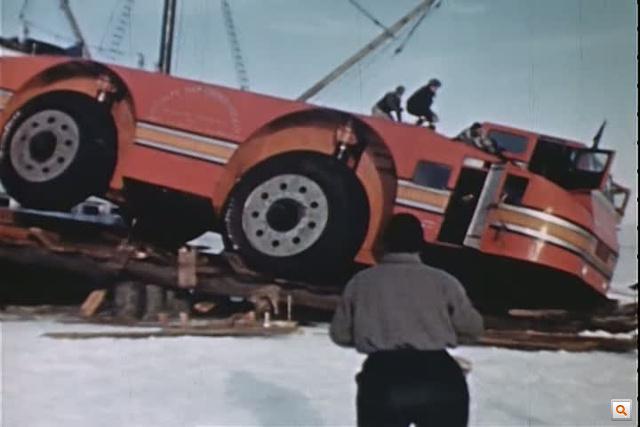 A hajóról való lerakáskor beszakadt alatta a rámpa, de onnan még erőből kijött