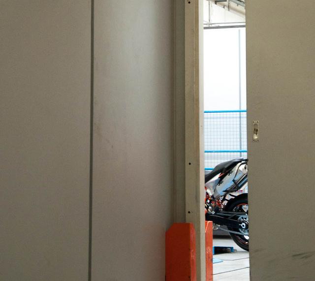 A fal mögött az ötödik sor, ahol titkos projektek zajlanak