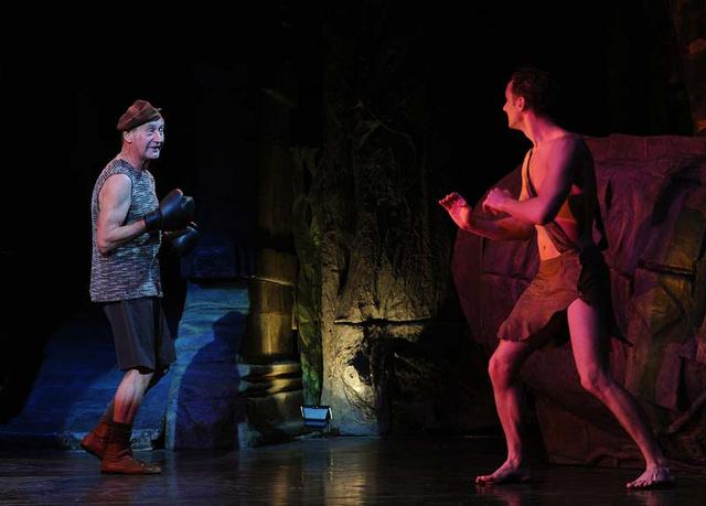 Balu beindítja a pofonofont - Jelenet a Dzsungel könyvéből
