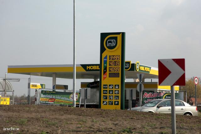 Mobil Petrol benzinkút április 21-én