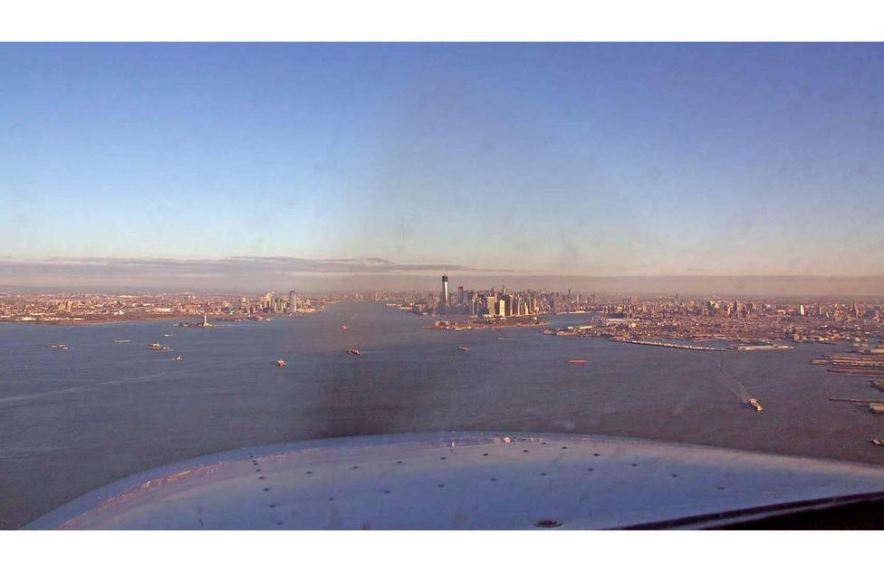 Manhattani látkép 2013. januárjából, ekkor vált a félkész 1WTC a nyugati félteke legmagasabb épületévé.