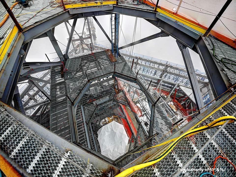 A kommunikációs központ a felhőkarcoló csúcsán. Ide csak karbantartók jöhetnek majd fel.
