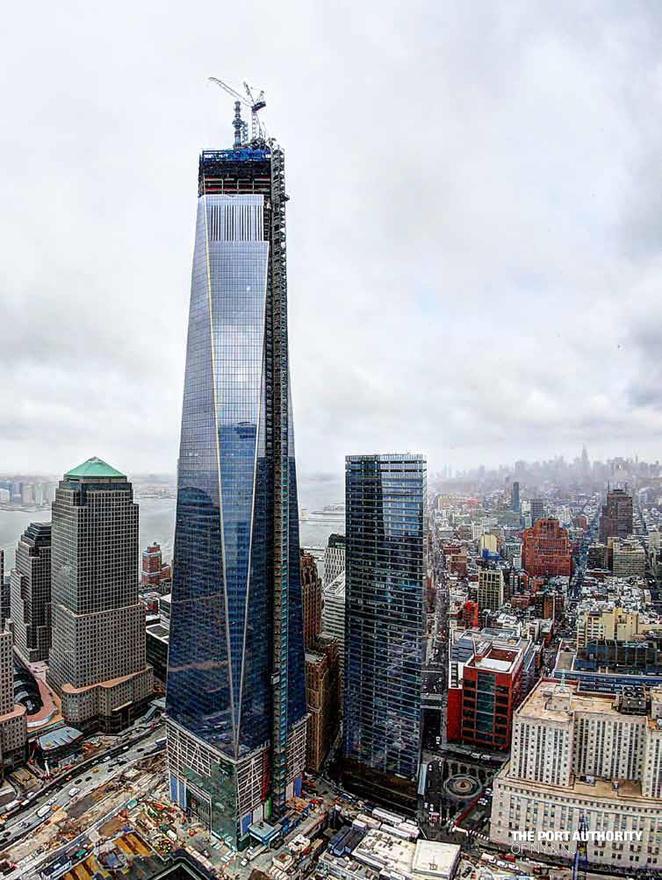 A 90. és 100. emelet között tart a fényvisszaverő ablakok beépítése.